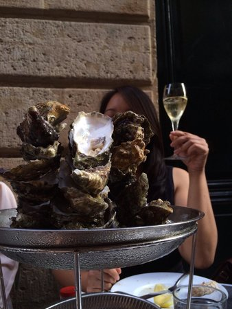 Le Petit Commerce : Fresh oysters!