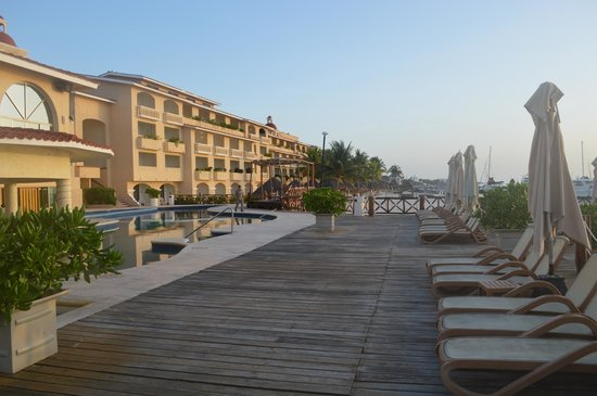 All Ritmo Cancun Resort & Waterpark : Deck by the pool