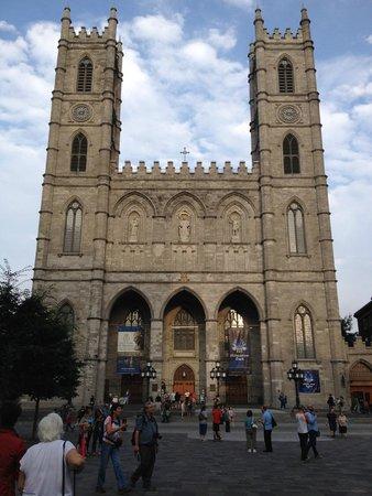 Basilique Notre-Dame de Montréal : Beautiful outside...