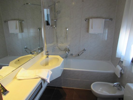 FH Grand Hotel Mediterraneo: Bathroom