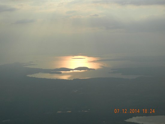 Above Reality Inc. Hot Air Balloon Rides: Sunset over Lake Champlain