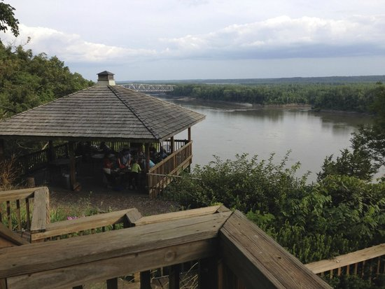 Les Bourgeois Winery and Bistro : View of the Missouri River from the A Frame picnic area