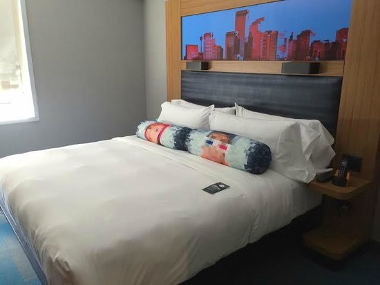 Aloft Calgary University: Standard King Room