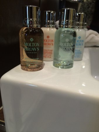 The Town House Durham: Ruby room with Molton brown