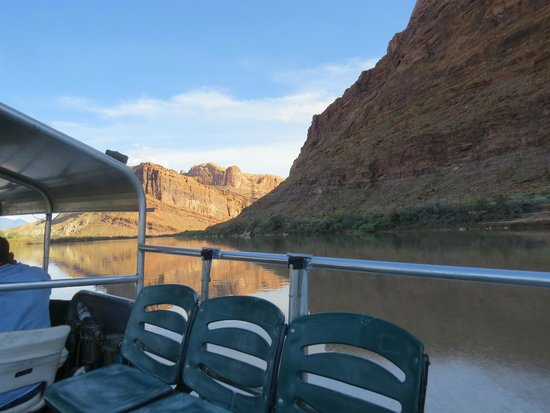 Canyonlands by Night and Day: View from boat ride
