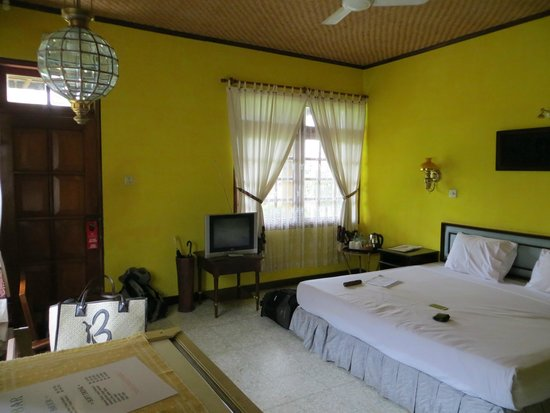 Poeri Devata Resort Hotel : The bedroom of our cottage