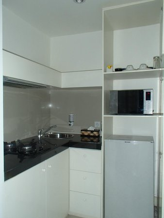 Astana Pengembak Suite Apartment & Villa: kitchenette