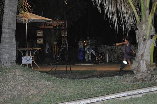 Ocean Palace Beach Resort & Bungalows: Evento noturno com capoeira