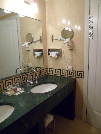 Hotel Dona Palace: Baño