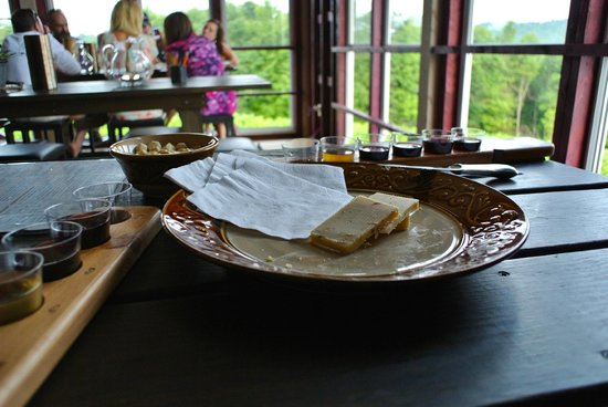 Walpole Mountain View Winery: Wine and cheese