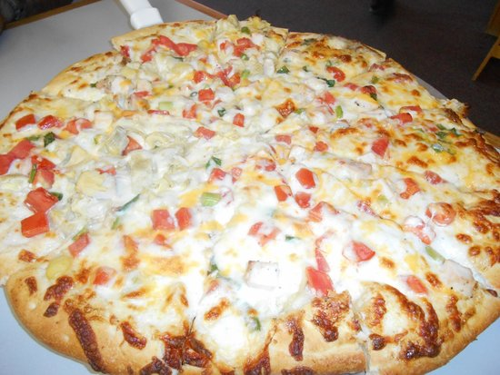 Panini's Pizzeria: Garlic Chicken Pizza - half with artichokes & half without