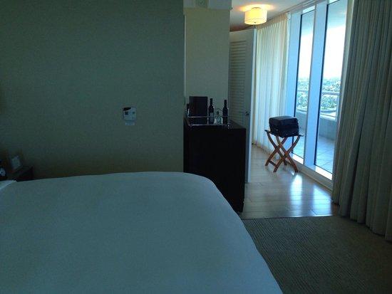 The Ritz-Carlton, Fort Lauderdale : Corner ocean view room