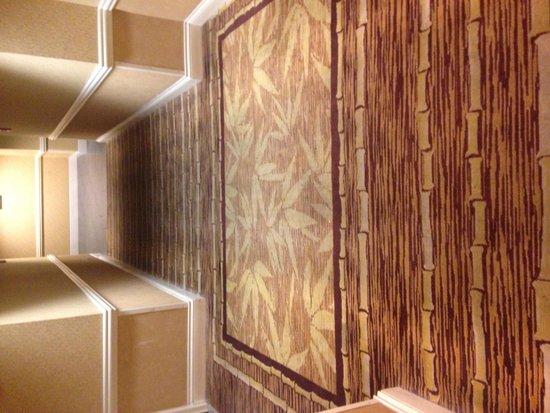 Flamingo Las Vegas Hotel & Casino: Hallway Carpet