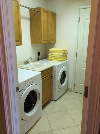 The Meridian: Laundry room