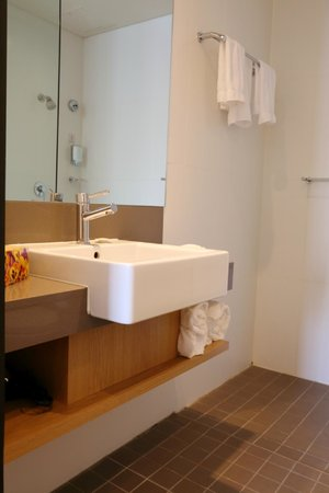 Alpha Hotel Eastern Creek : Bathroom