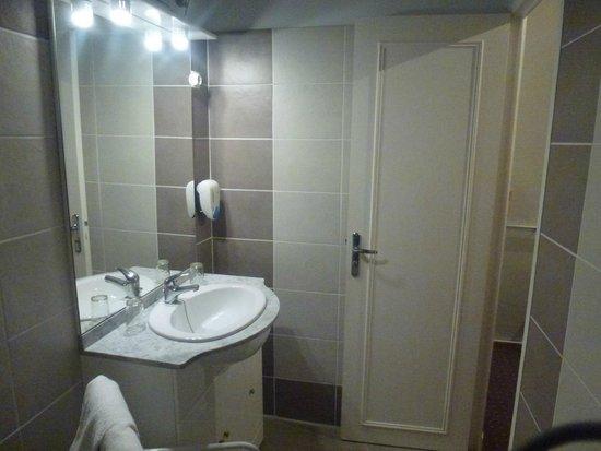 Hotel les Lavandes : Salle de bain