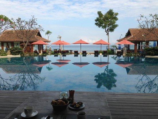 Sudamala Suites & Villas Senggigi: Pemandangan saat makan pagi