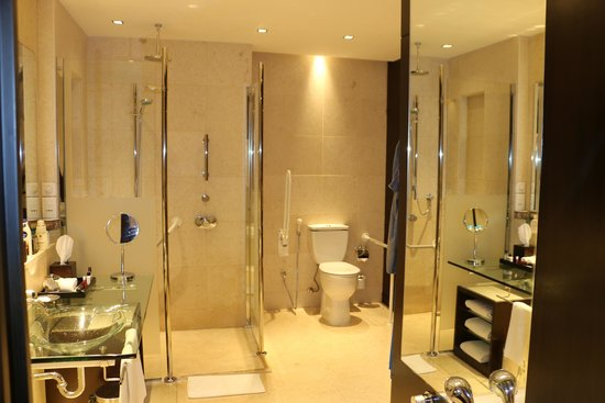 Park Hyatt Jeddah - Marina, Club & Spa : Washroom