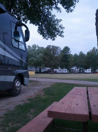 Jamestown Campground: Tidy Camp & Highway Noise
