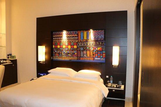 Park Hyatt Jeddah - Marina, Club & Spa : Bed
