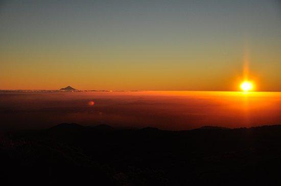 Rocky Mountain Chalets: View of Mt Taranaki from Mt Ruapehu