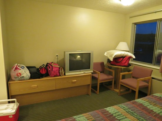 Americas Best Value Inn & Suites-Bryce Valley: tv that barely worked