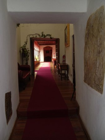 MARQUESES Boutique Hotel: Interior 2nd floor hallway