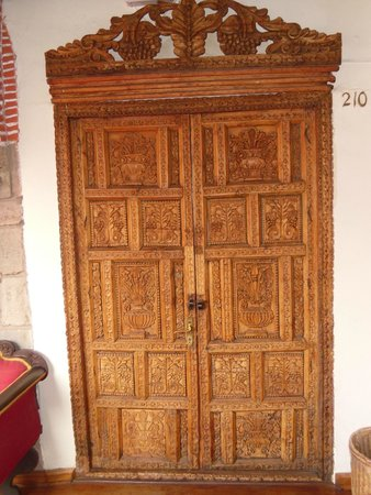 Hotel Los Marqueses: All the doors to the rooms are beautiful