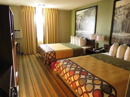 Super 8 Montrose : room