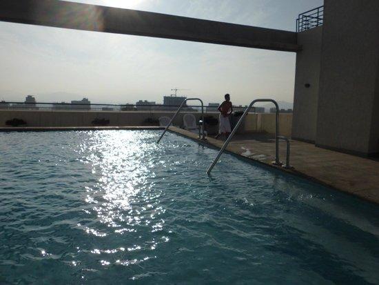 Personal Aparts Bellas Artes: piscina