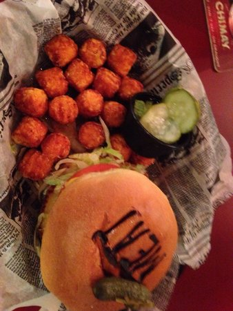 MEAT Eatery And Taproom : Juicy Lucy with sweet tots