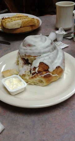 Baker's Bakery & Cafe: Mt. Cinnamon