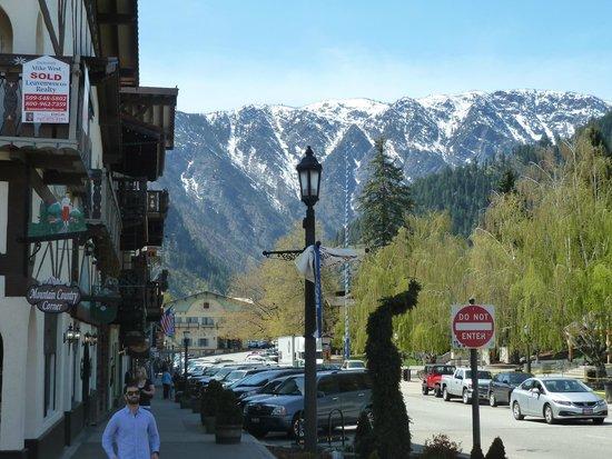 Pavz Creperie: Front Street in Leavenworth, WA