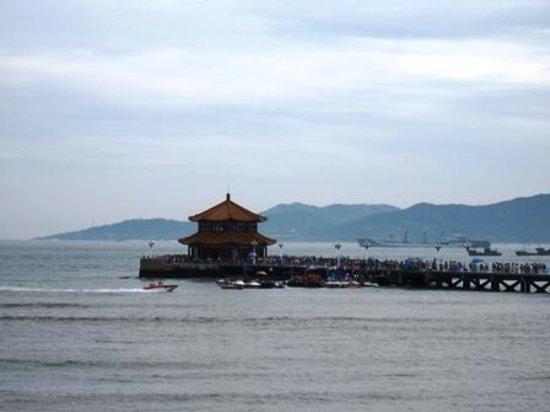Zhanqiao Pier: 桟橋、人が多い