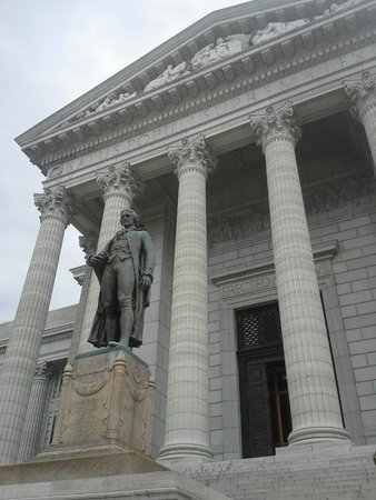 Statue of Thomas Jefferson outside the Missouri State Capitol
