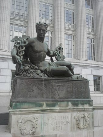Missouri State Capitol: Statue outside the Capitol