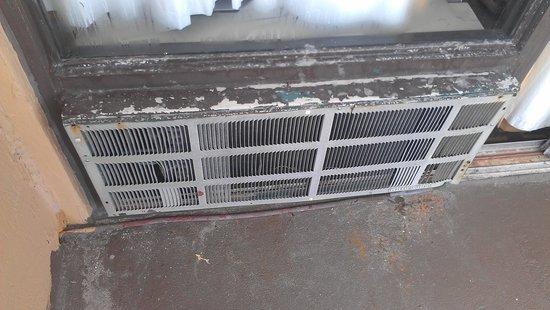 La Playa Resorts & Suites: air conditioner