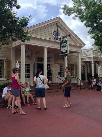 Liberty Tree Tavern: Outside