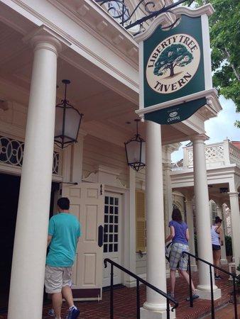 Liberty Tree Tavern: Outside pic