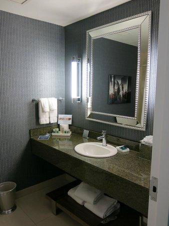 Kinzie Hotel: Bathroom