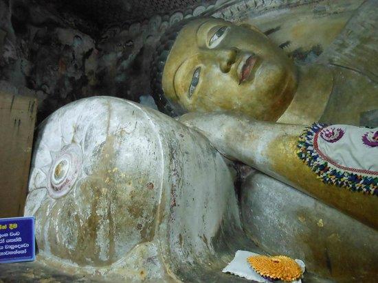 Höhlentempel von Dambulla: 涅槃仏02