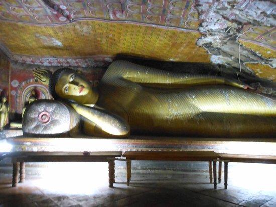 Höhlentempel von Dambulla: 涅槃仏03