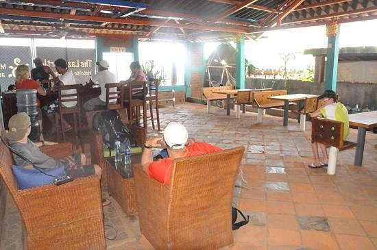 The Lazy Turtle : bar, resto et salon