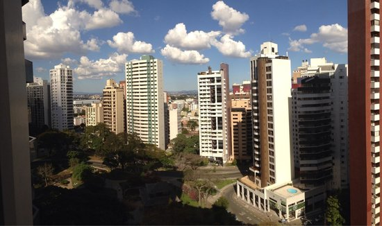 Radisson Hotel Curitiba: Vista de um dos quartos.