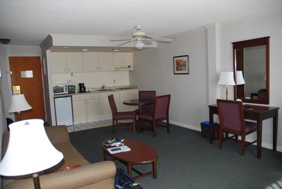 Harbour Towers : King suite - living area