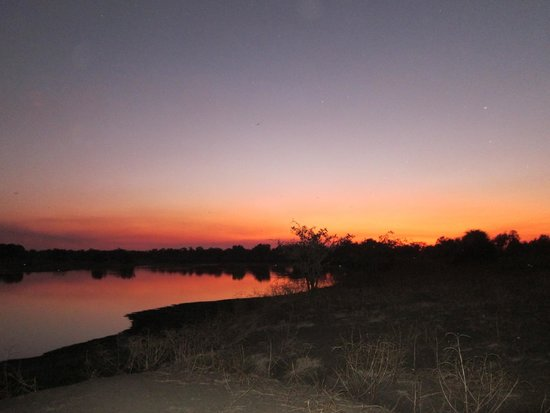 Mfuwe Lodge - The Bushcamp Company: Sunset in the bush
