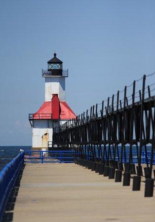 St. Joseph Lighthouses: Along the pier to the light