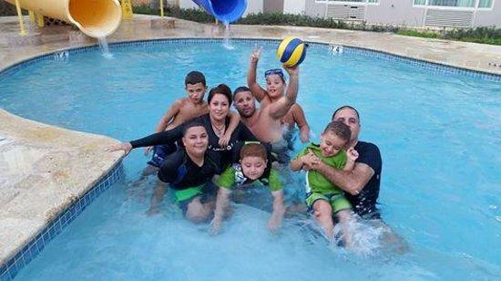 Four Points by Sheraton Caguas Real Hotel & Casino: Gozando en la piscina