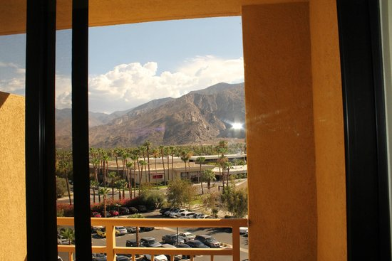 Renaissance Palm Springs Hotel: View from Balcony (Front of Hotel)
