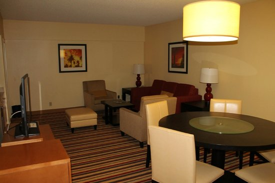 Renaissance Palm Springs Hotel: Dining and seating area